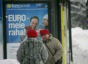 Estończycy stoją w kolejce po euro