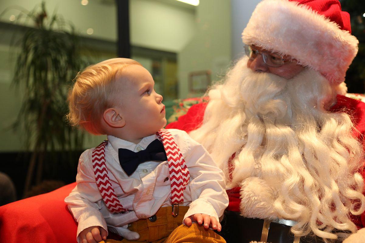 """Św. Mikołaj zarobi nawet 300 zł w pół godziny. """"Chodzimy po domach, galeriach, a nawet ambasadach"""""""