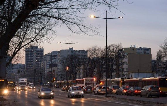"""Nowe latarnie na Grochowskiej. """"Jaśniej i bezpieczniej"""""""