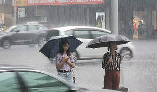 Na Tajwanie parasolki chronią zarówno przed deszczem jak i słońce. Pogoda może zmienić się w ciągu 5 minut