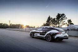 """Wyścigi samochodów bez kierowców, ale z pasażerami. Ruszyła liga """"Self Racing Cars"""""""