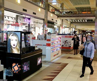 Warszawa. Galerie handlowe otwarte. Tłumy w kolejkach [ZDJĘCIA]