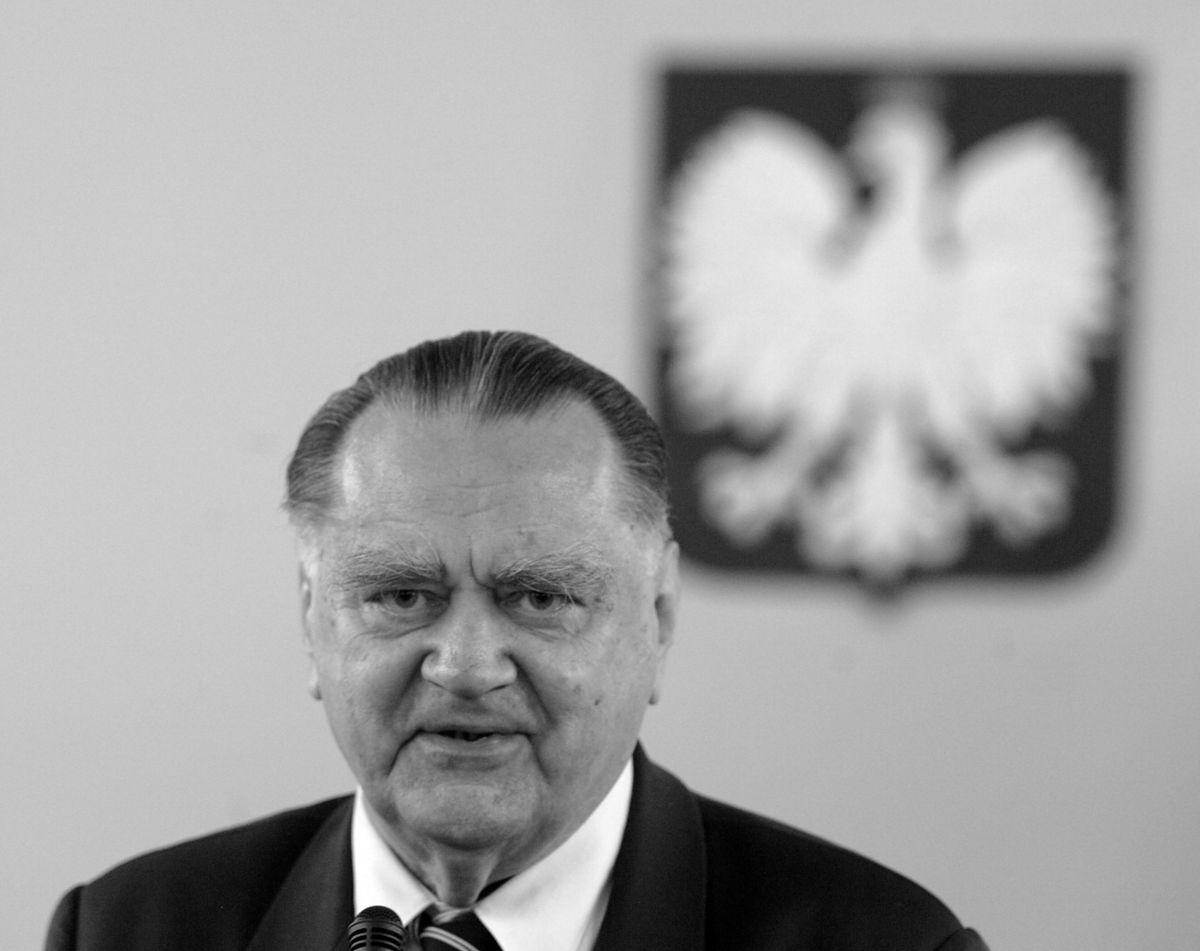 Jan Olszewski miał 1088 złotych emerytury? Tak, 30 lat temu