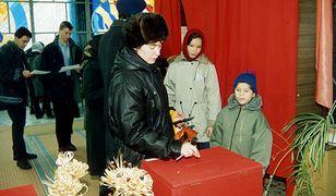 Halina Łukaszenka, zona prezydenta Alaksandra Łukaszenki w lokalu wyborczym podczas wyborów prezydenckich na Bialorusi