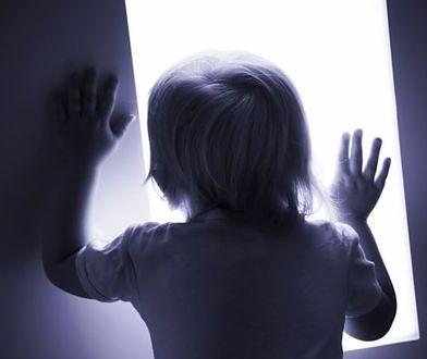 Rodzina żyje w absolutnej ciszy. Hałas może zabić 2-letnią dziewczynkę
