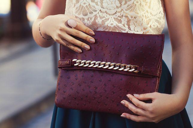 Kolorowa torebka to łatwy sposób na ciekawą stylizację