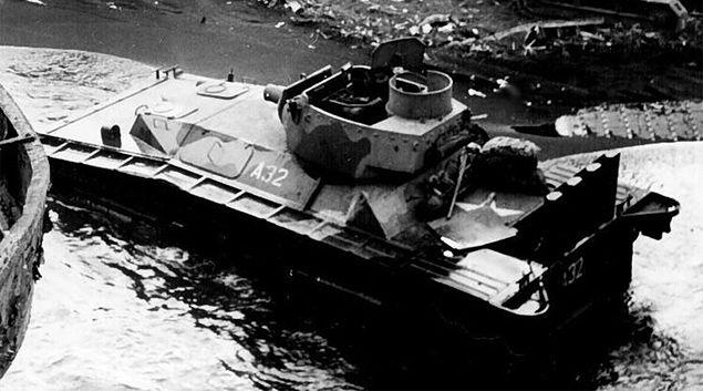 """Amfibie - """"pływający czołg"""" na Pacyfiku"""