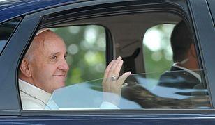 Papież Franciszek nie chce limuzyny. Woli skromniejszy samochód