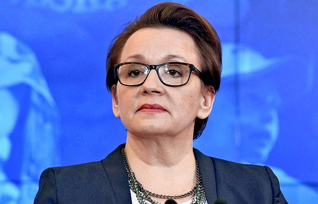 Minister edukacji Anna Zalewska podaje, że zatrudniono więcej nauczycieli