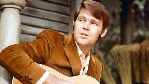 Zmarł legendarny piosenkarz Glen Campbell