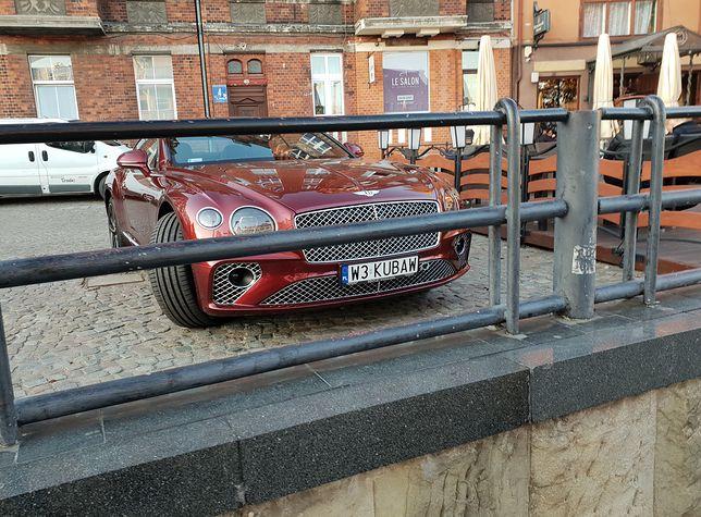 Bentley Continental GT to jeden z ulubionych samochodów piłkarzy z pierwszych stron sportowych gazet