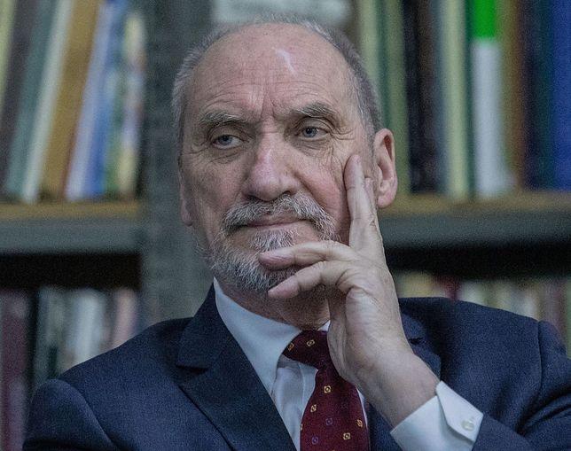 """Antoni Macierewicz oskarża o antykościelną propagandę """"prawdziwe"""" lobby pedofilskie"""