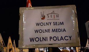 """Protest KOD przed Sejmem. """"Reytan potrzebny od zaraz"""" [GALERIA]"""