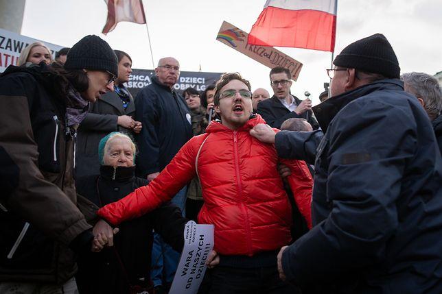 Na pl. Bankowym protestowało kilkaset osób. Nie wszystkim się to podobało