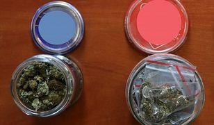 Śląskie. Policja w Będzinie znalazła narkotyki w słoikach na parapecie mieszkania w Wojkowicach.