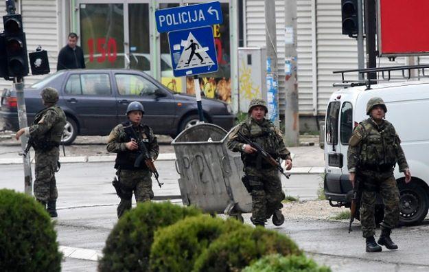 Jednostki specjalne policji otoczyły albańską dzielnicę Kumanowa