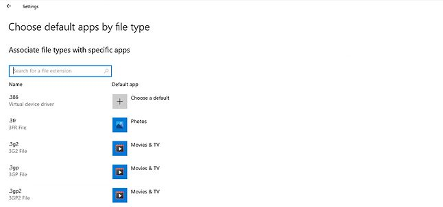 Wyszukiwarka w ustawieniach domyślnych aplikacji to drobiazg, ale znacznie przyspieszy poruszanie się po liście, fot. Microsoft.