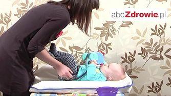 Jak przewijać niemowlę? (WIDEO)