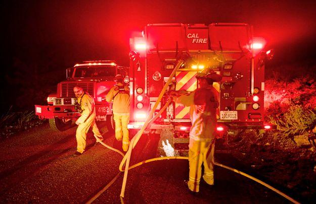 Olbrzymi pożar sparaliżował ruch na autostradzie