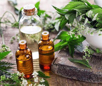 Kosmetyki ajurwedyjskie oparte są na naturalnych olejkach i ekstraktach z roślin