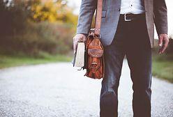 Modne dodatki męskie w jesiennych stylizacjach. Zobacz, jakie akcesoria królują na wybiegach