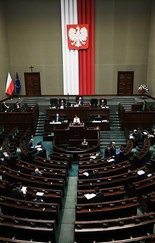 Warszawa, 7.04.2020 r. Posłowie na sali obrad Sejmu debatują nad kolejnym rządowym projektem ustawy z tzw. tarczy antykryzysowej.