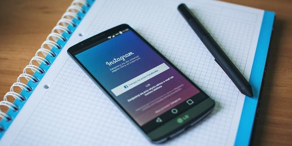 Instagram pozwala na udostępnianie zdjęć i filmów wideo