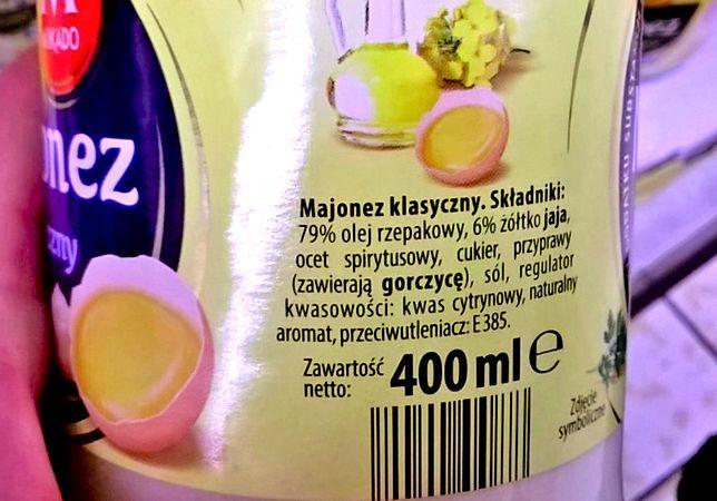 100 gramów majonezu zawiera ok. 70 gramów tłuszczu.