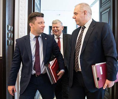 Znamy majątek kierownictwa Kancelarii Premiera. Dworczyk z długami, Anders wstydzi się wartości domu