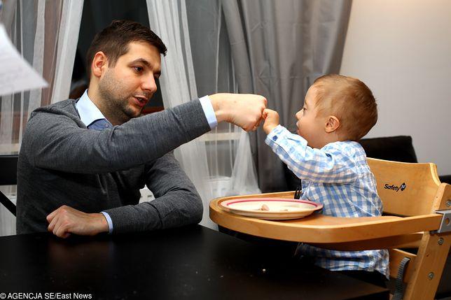 Patryk Jaki wychowuje syna z żoną Anną