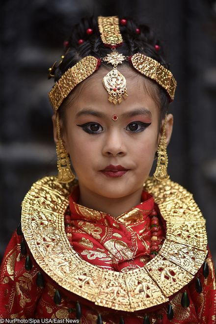 """Kumari to istota boska, która mieszka w ciele dziewczynki. """"Musi być ładna, z 32 cechami fizycznej doskonałości"""""""