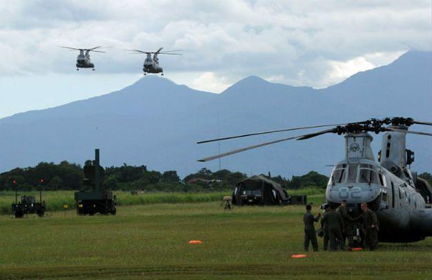 Śmigłowce USA CH-47 w trakcie filipińsko-amerykańskich ćwiczeń z 2012 r.