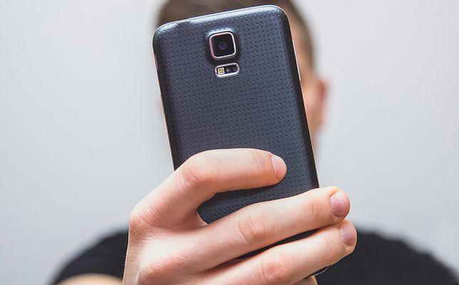 Zrób selfie, żeby odblokować konto na Facebooku