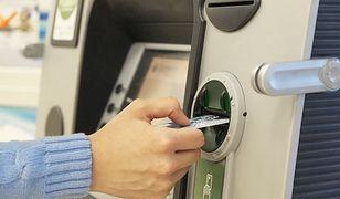 Dziwne zachowanie bankomatu