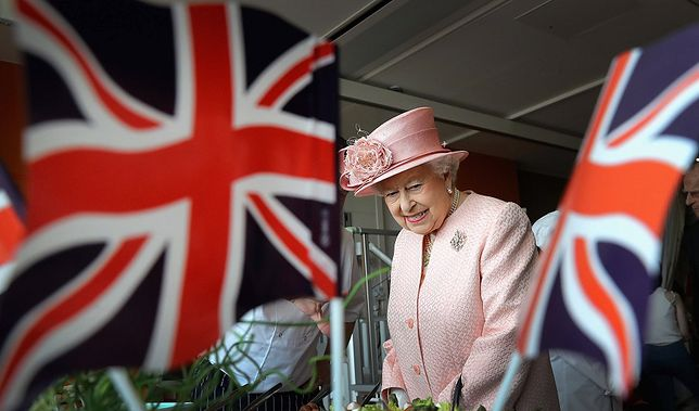 Królowa Elżbieta nie przyszła na chrzest księcia Lousia. Brakuje jej czasu