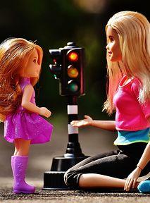 Barbie dorosła! Nie szuka księcia, tylko nagrywa vlogi o ekologii i życiu