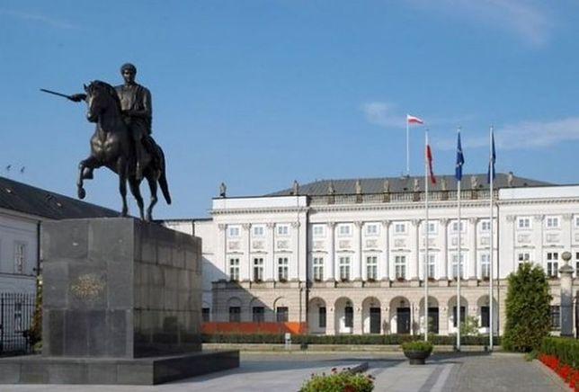 Pomniki smoleńskie. Kolejny polityk PiS chce przesunąć pomnik Poniatowskiego