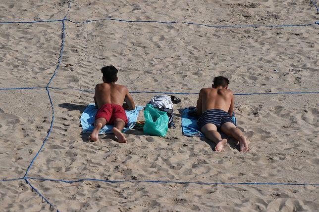 Na plaży w Benidormie można wypoczywać w wyznaczonych prostokątach