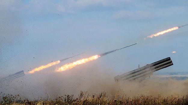 Rosyjska wyrzutnia pocisków rakietowych Uragan w czasie ćwiczeń