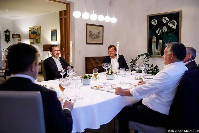 Bruksela. Premier Mateusz Morawiecki podczas kolacji z Wiktorem Orbanem