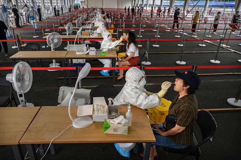 Chiny. Obywatele masowo przechodzą testy na koronawirusa