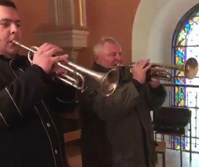Konin. Ojciec Ewy Tylman (pierwszy od prawej) wziął udział w uroczystościach pogrzebowych Adama C.