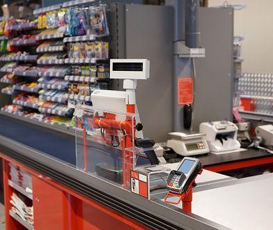 Carrefour będzie sprzedawał na Allegro ok. 3 tys. produktów z kategorii Supermarket, Dziecko, Uroda, podała spółka.