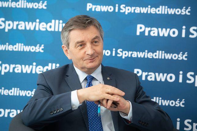 Marszałek Sejmu Marek Kuchciński zdecydował, że posłowie będą mieli aż 52 dni urlopu wakacyjnego