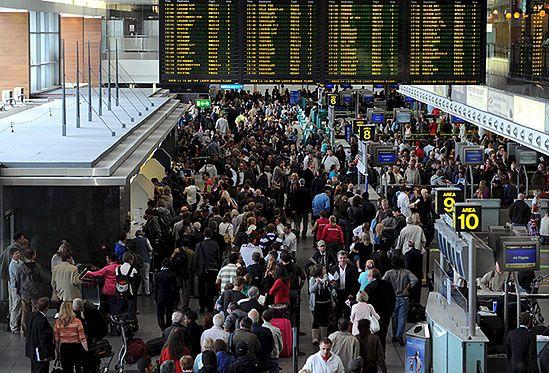 Paraliż lotniczy w Europie. Ryanair odwołuje loty