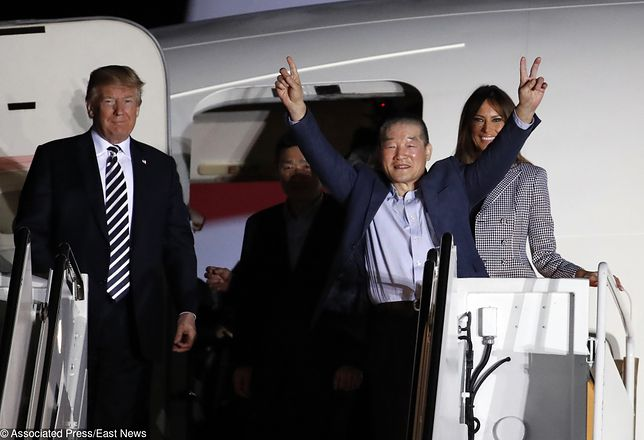 Donald i Melania Trump przywitali więźniów uwolnionych przez Koreę Płn.