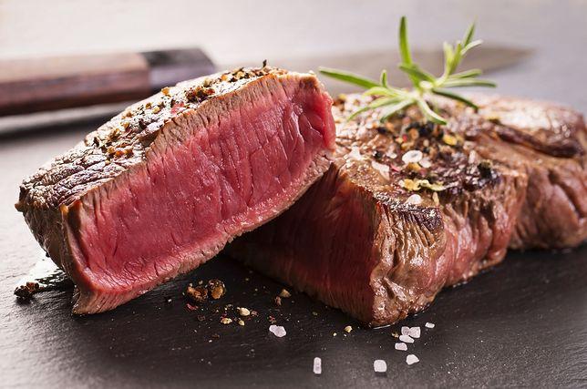 Befsztyk wołowy to czerwone mięso o wysokiej zawartości białka.
