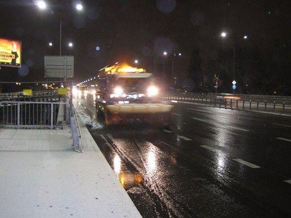 Zimowy poranek w stolicy. Śnieg na ulicach