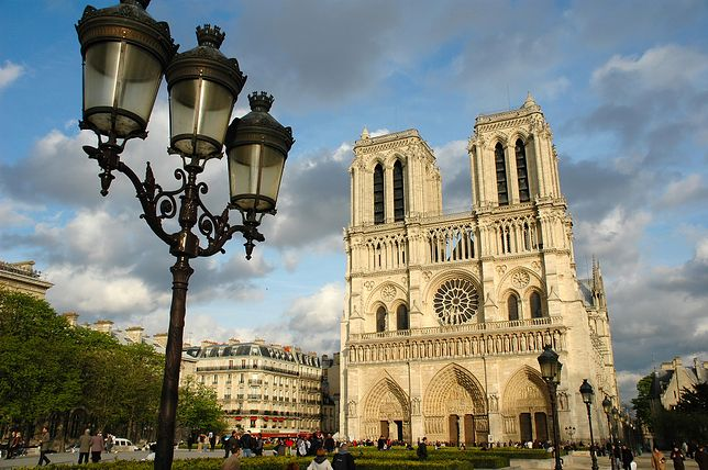 "Katedra Notre Dame de Paris jest miejscem akcji powieści Victora Hugo ""Dzwonnik z Notre Dame"""