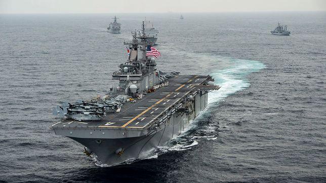 Według USA okręt USS Boxer działał w obronie własnej unieszkodliwiając irańskiego drona
